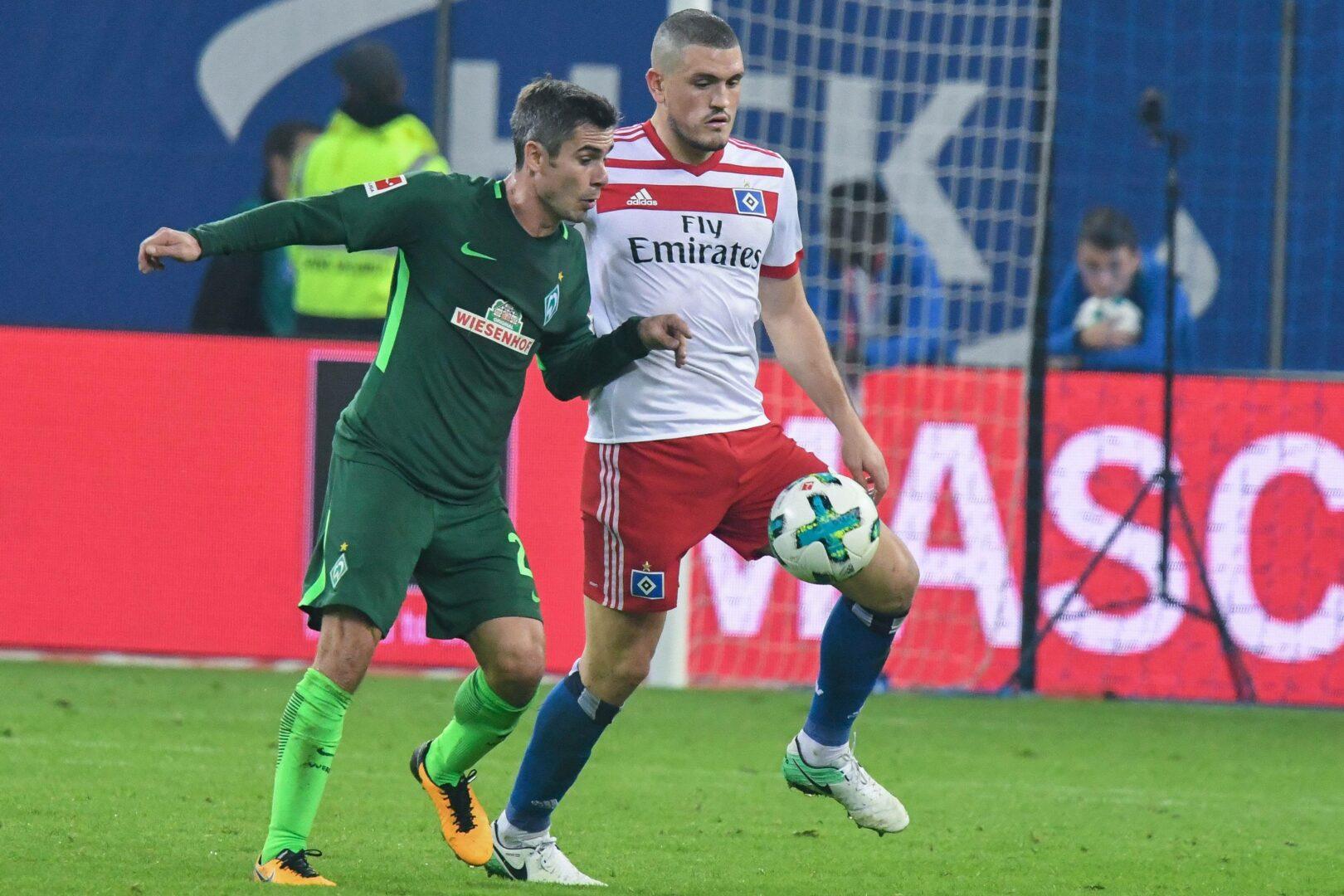 Papadopoulos (HSV) im Zweikampf mit Bremer Fin Bartels