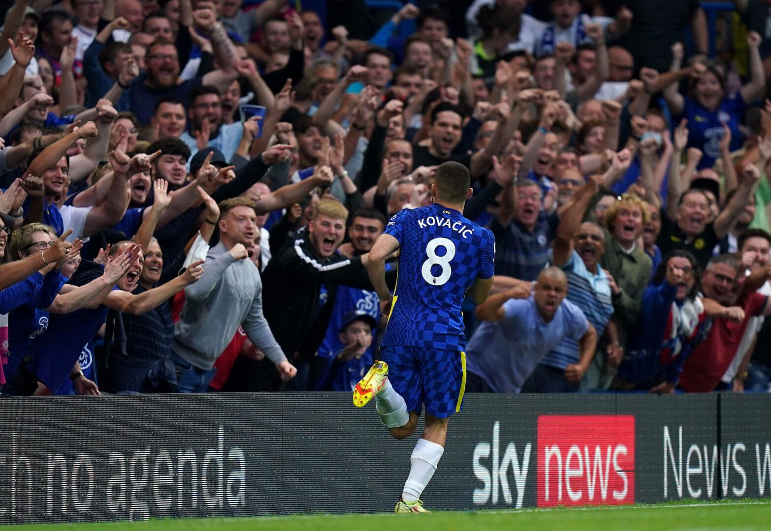 Mateo Kovacic bejubelt sein Tor vor den Chelsea-Fans