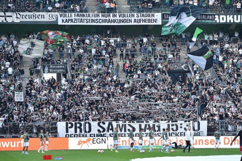Die Fankurve von Borussia Mönchengladbach fordert fanfreundliche Anstoßzeiten.