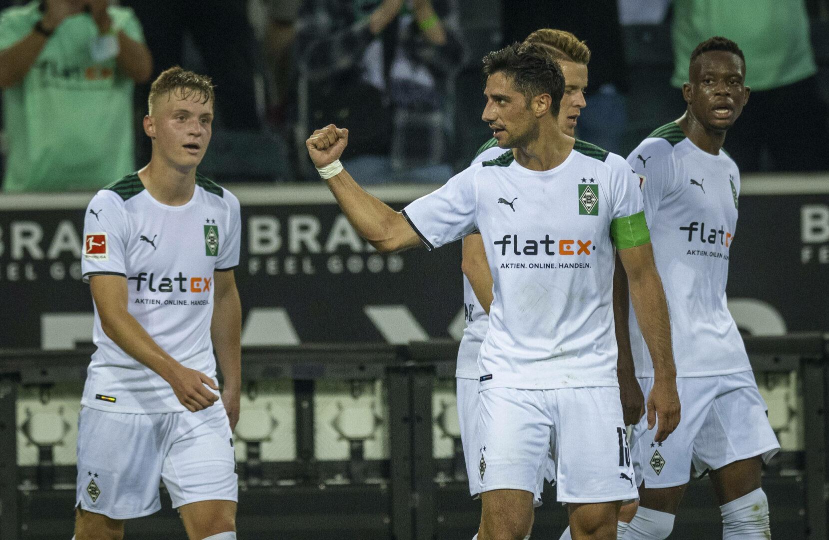 Lars Spindel bejubelt seinen Treffer für Borussia Mönchengladbach.