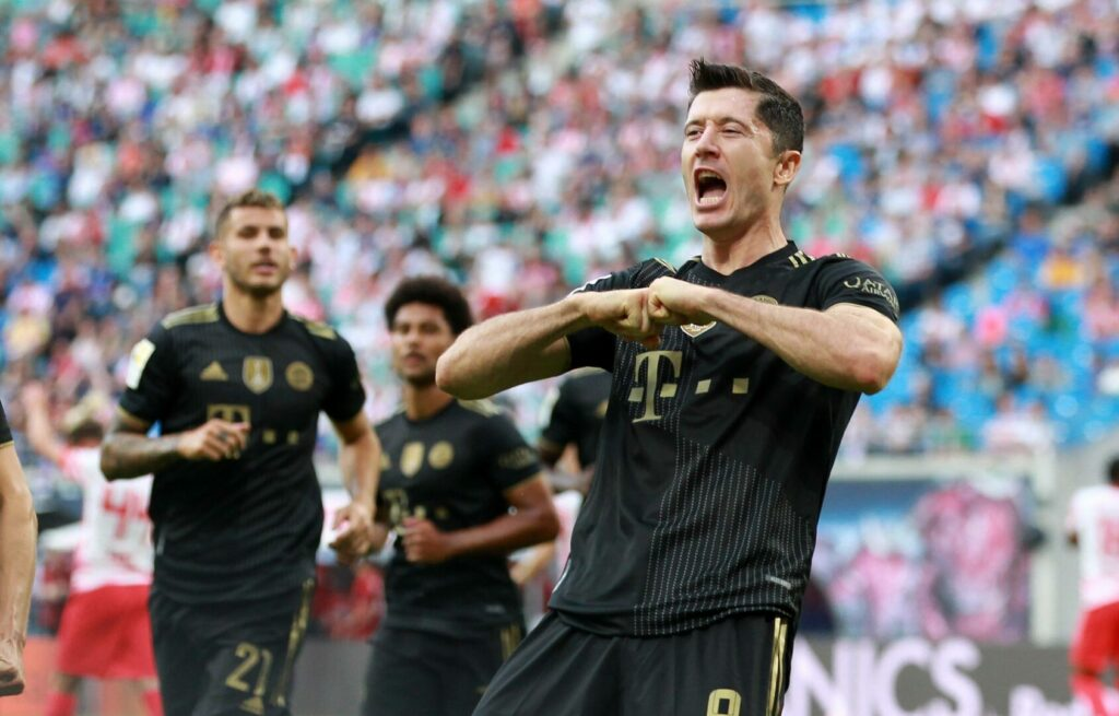 Robert Lewandowski trifft und jubelt für den FC Bayern