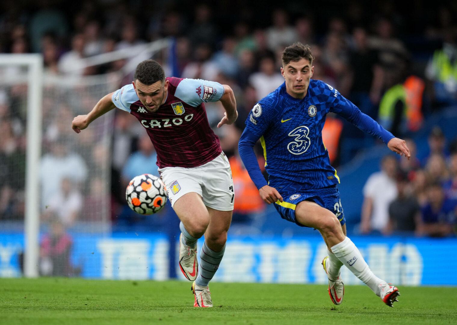 John McGinn (Aston Villa) Kai Havertz (Chelsea) im Zweikampf