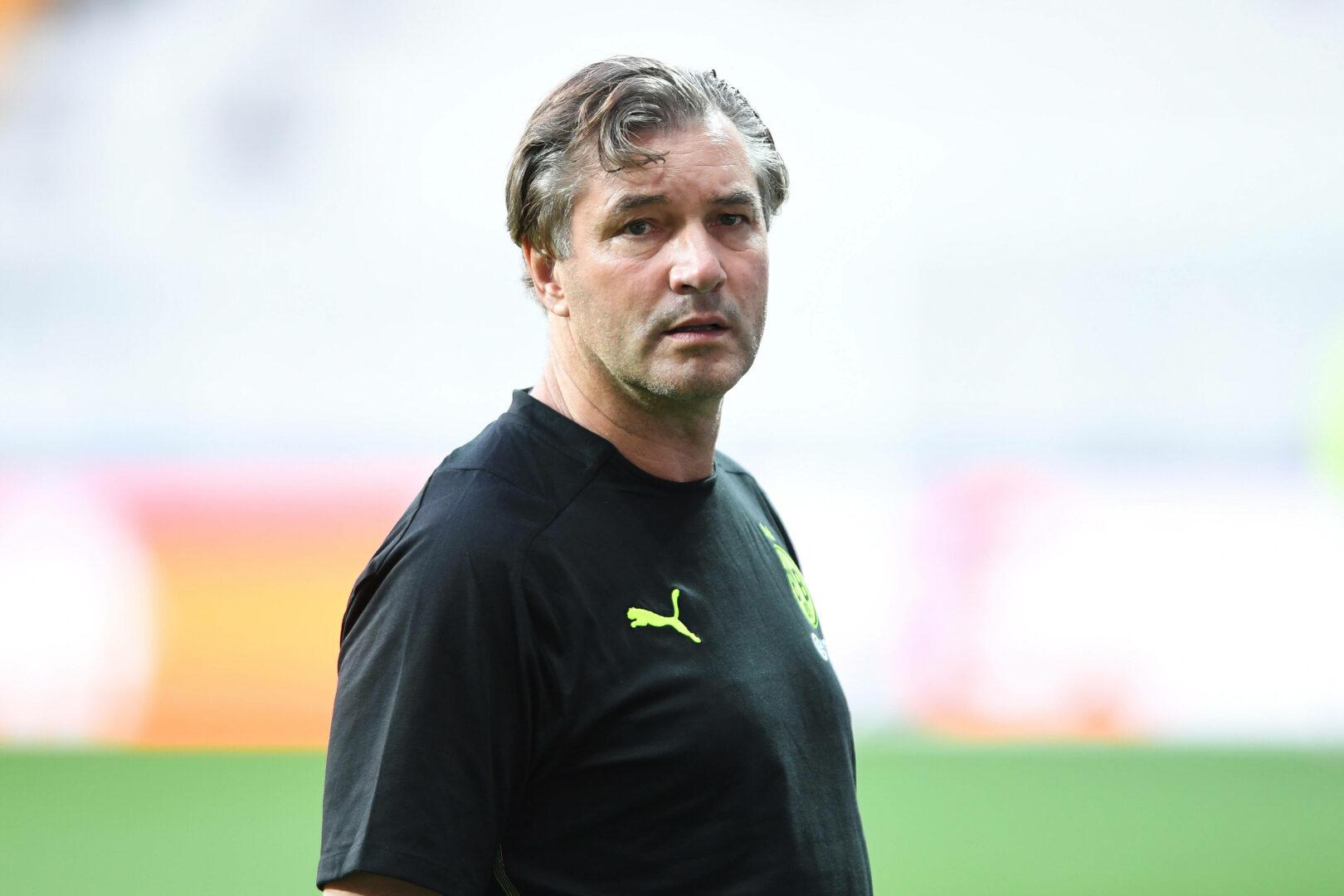 Michael Zorc beim Abschlusstraining des BVB in Istanbul.