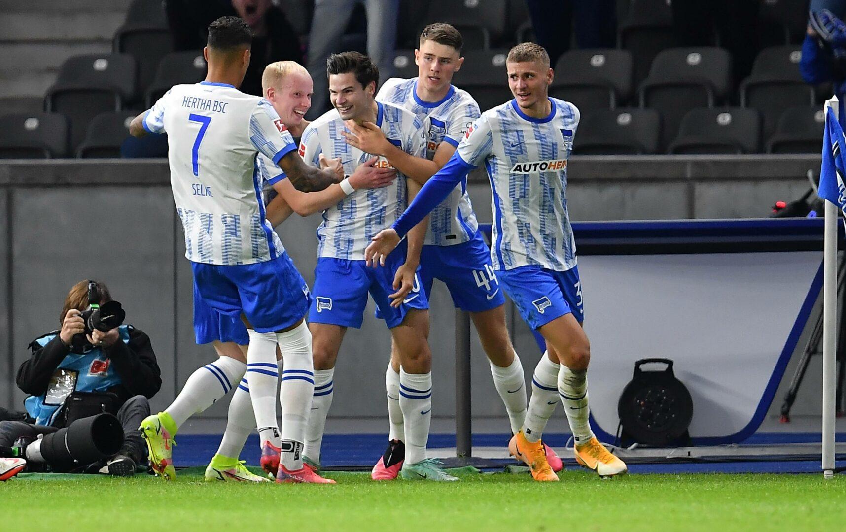 Hertha BSC bejubelt den Ausgleich gegen Fürth.