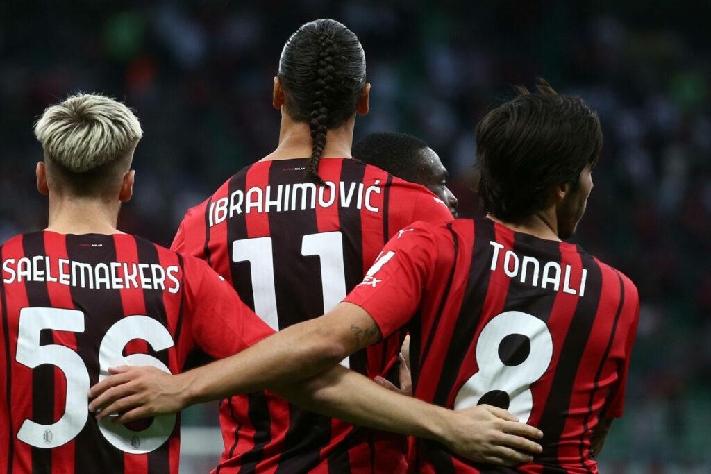Saelemaekers, Ibrahimovic, Tonali (alle Milan) im Arm