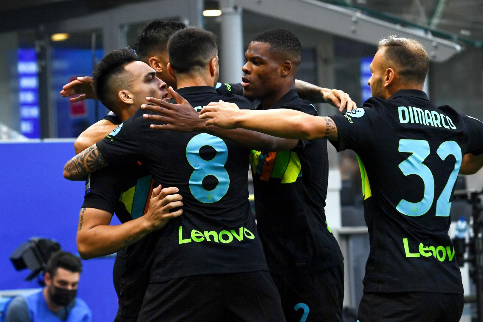 Inter trifft und jubelt gegen Bologna