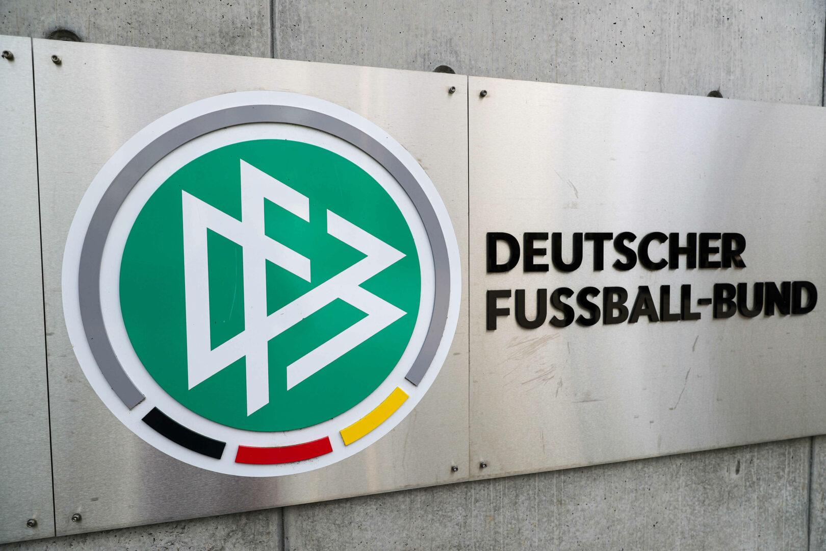 DFB Logo auf Wand