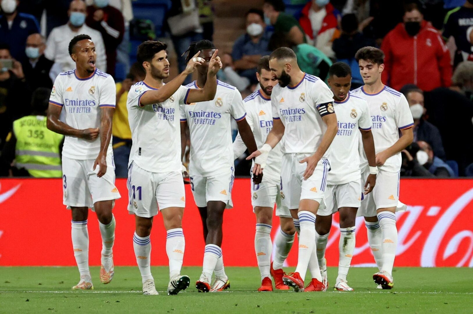 Die Mannschaft von Real Madrid bejubelt einen Treffer im Heimspiel gegen RCD Mallorca.