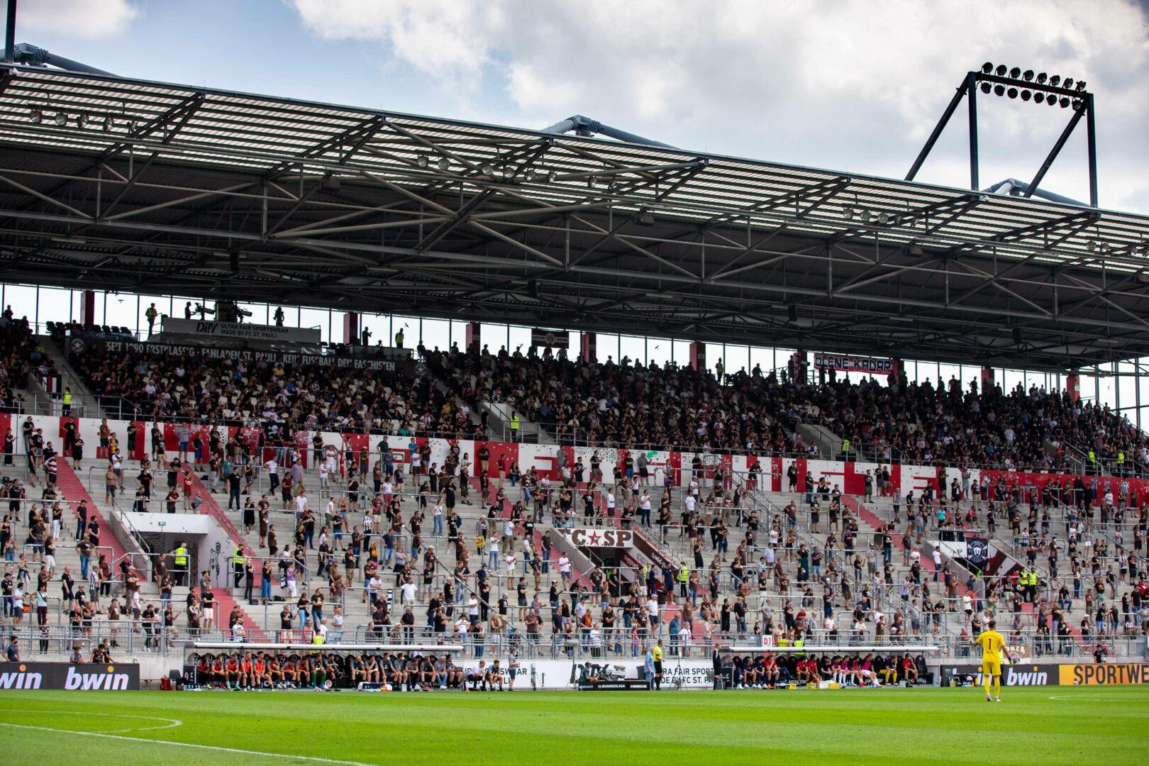 Eine teilausgelastete Tribüne im Millerntor-Stadion von St. Pauli