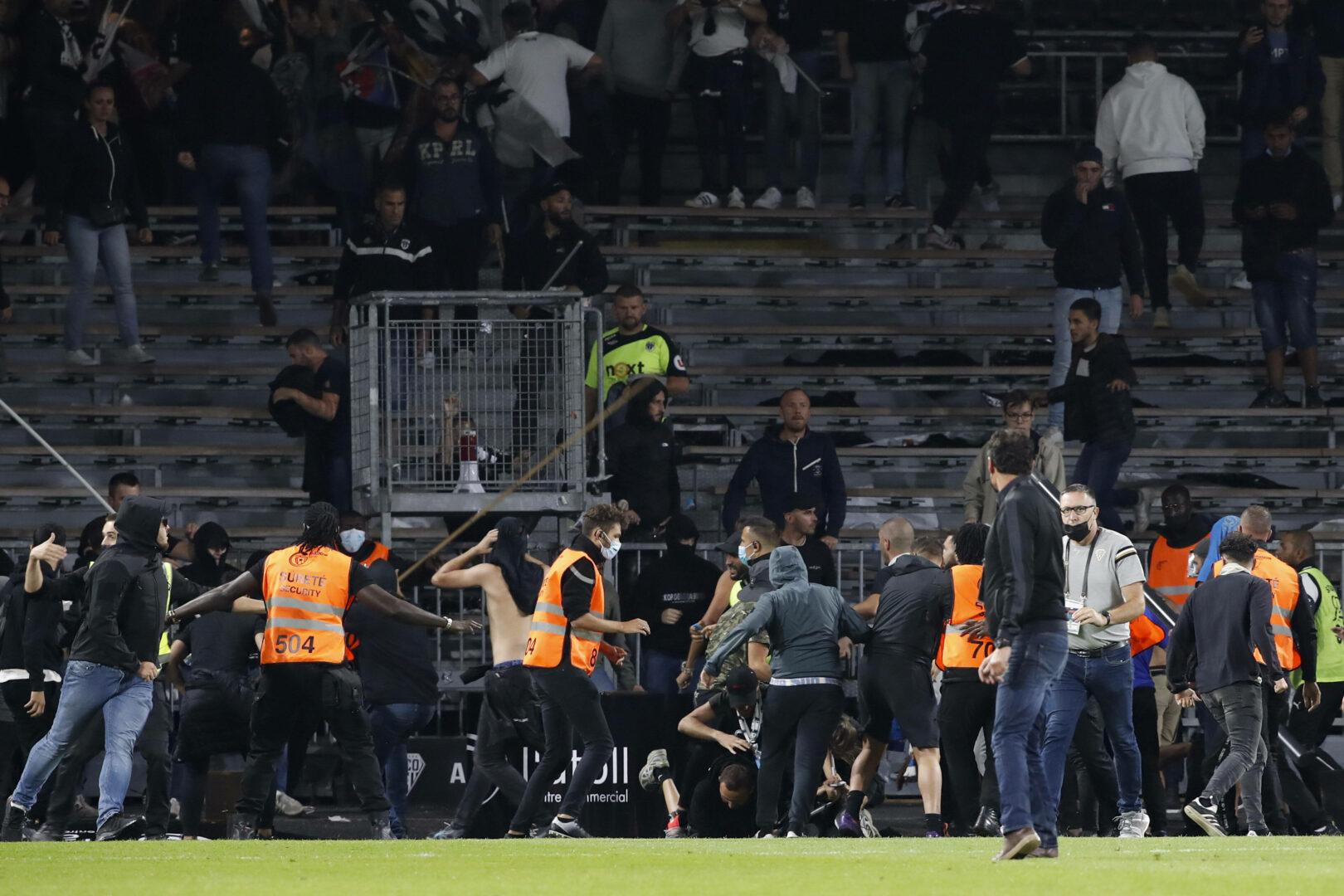 Ligue 1 | Fans stürmen bei Angers – Marseille erneut das Spielfeld