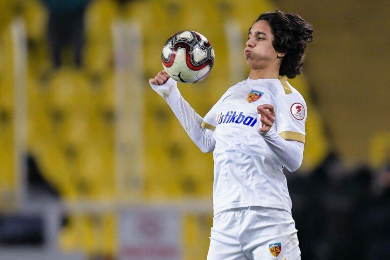 Barca verpflichtet türkisches Top-Talent Emre Demir