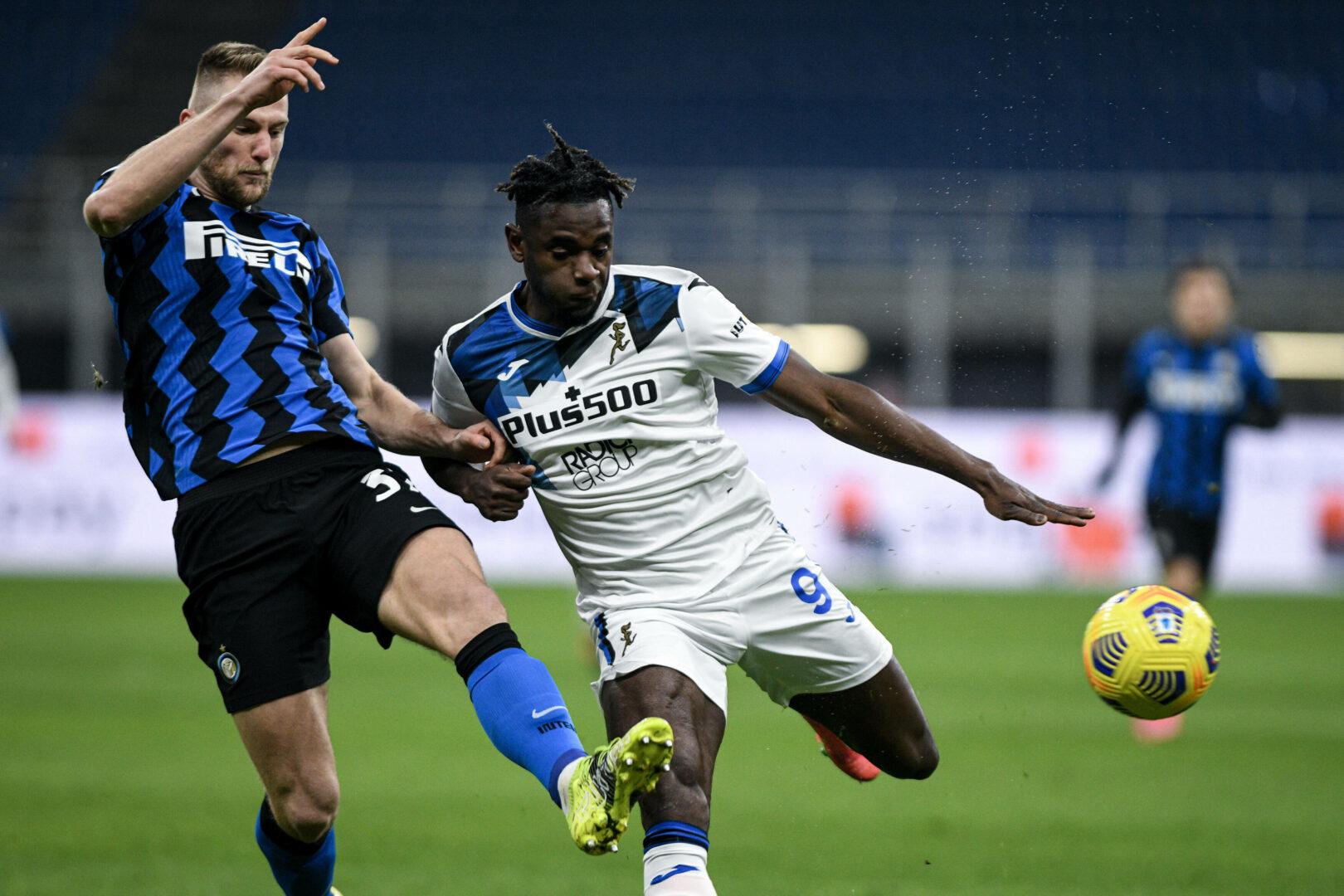 Serie A: Skriniar (Inter) Zapata (Atalanta) im Zweikampf