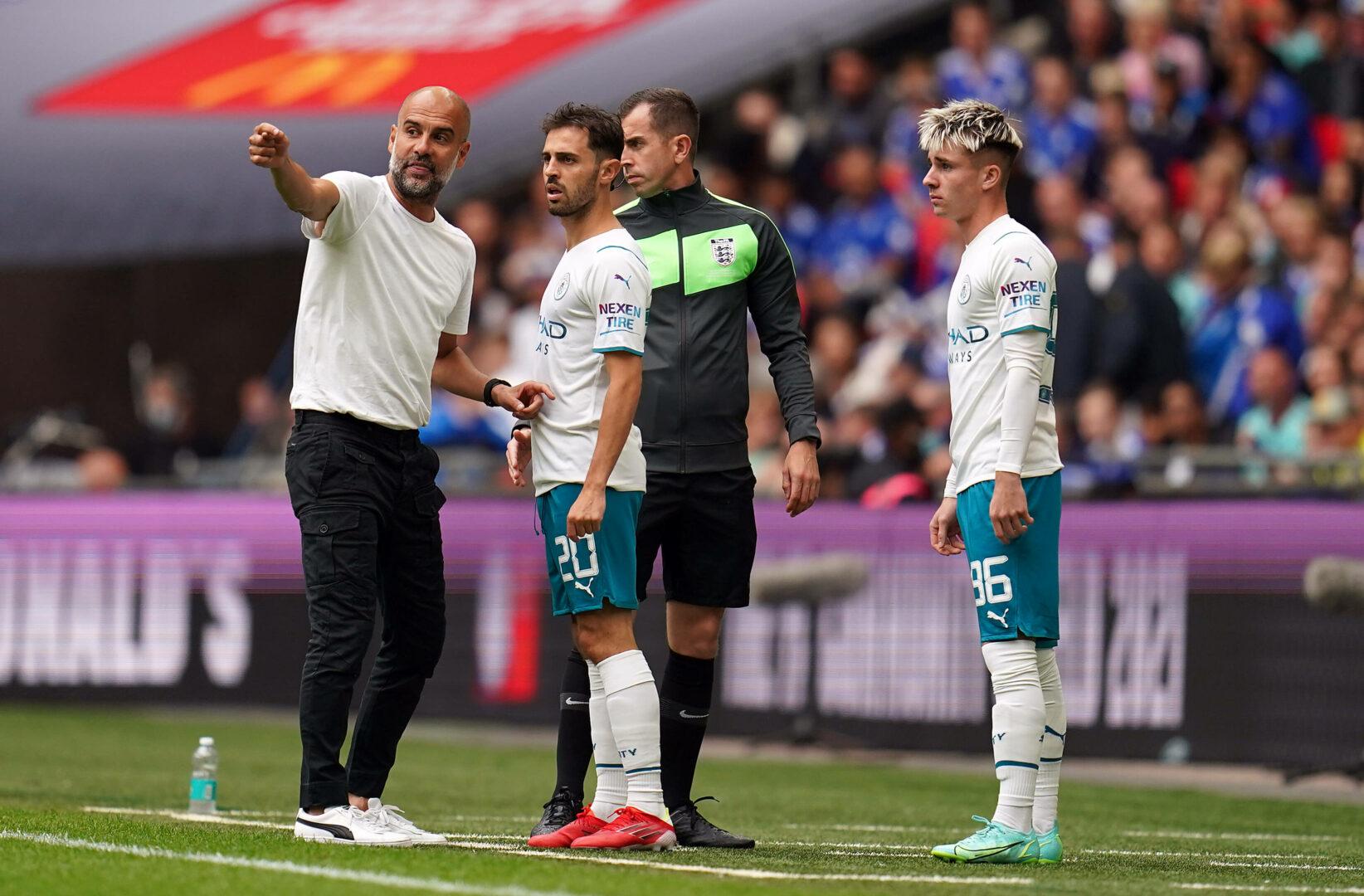 Bernardo Silva bekommt Anweisungen von Guardiola (ManCity)