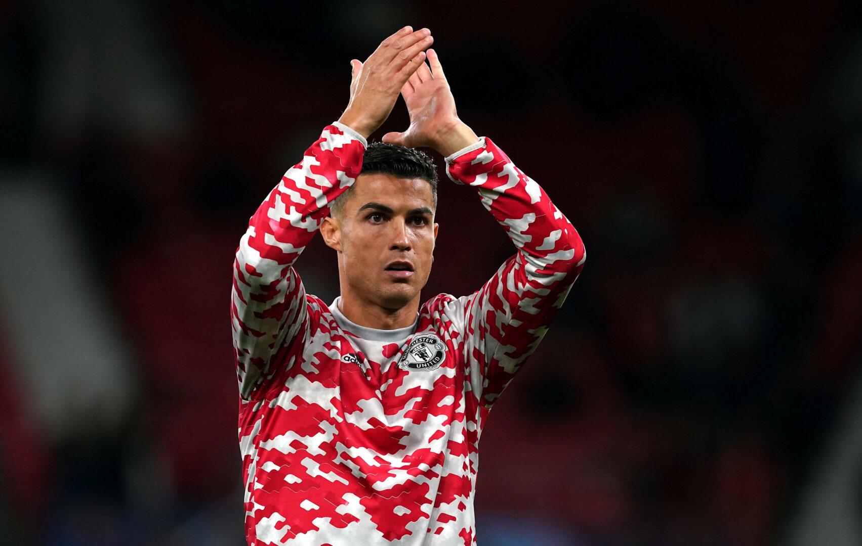 Cristiano Ronaldo applaudiert den Fans von Manchester United im Old Trafford