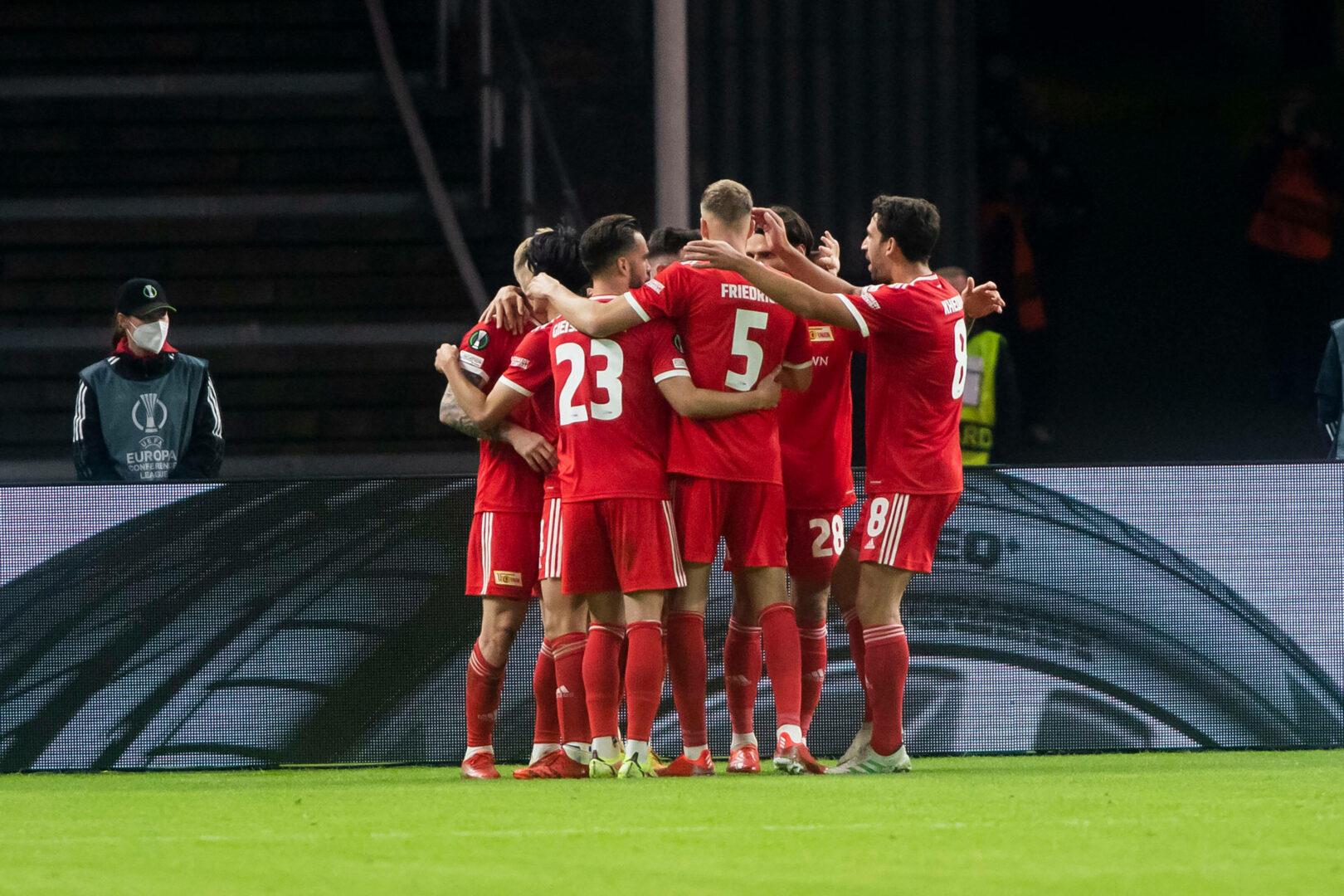 Die Spieler von Union Berlin feiern das 1:0 über Maccabi Haifa