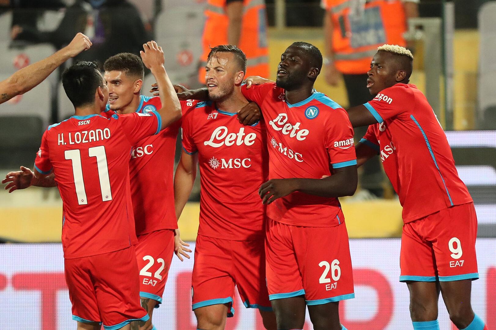 Die SSC Napoli bejubelt das 2:1.