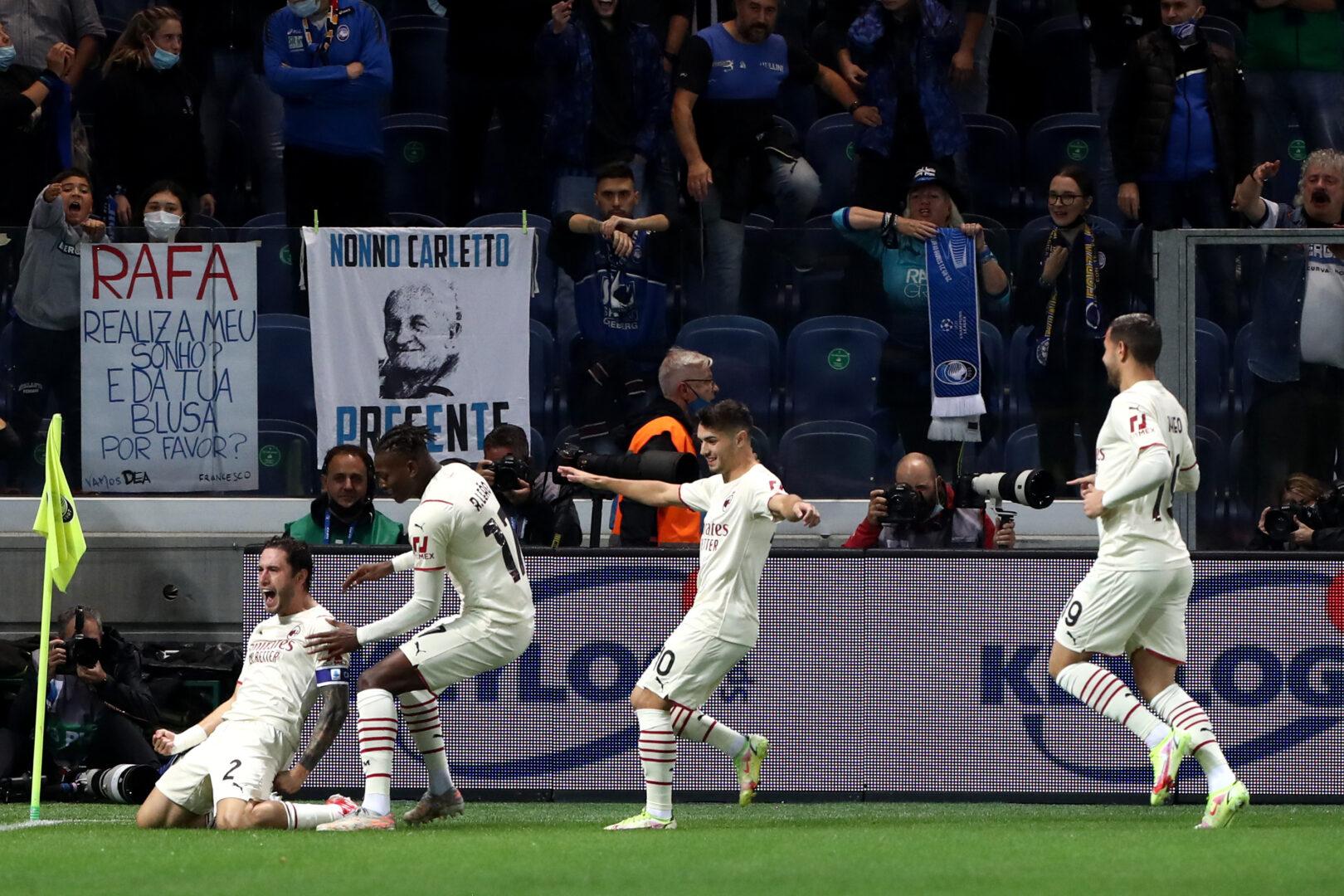 Die AC Milan feiert bei Atalanta.