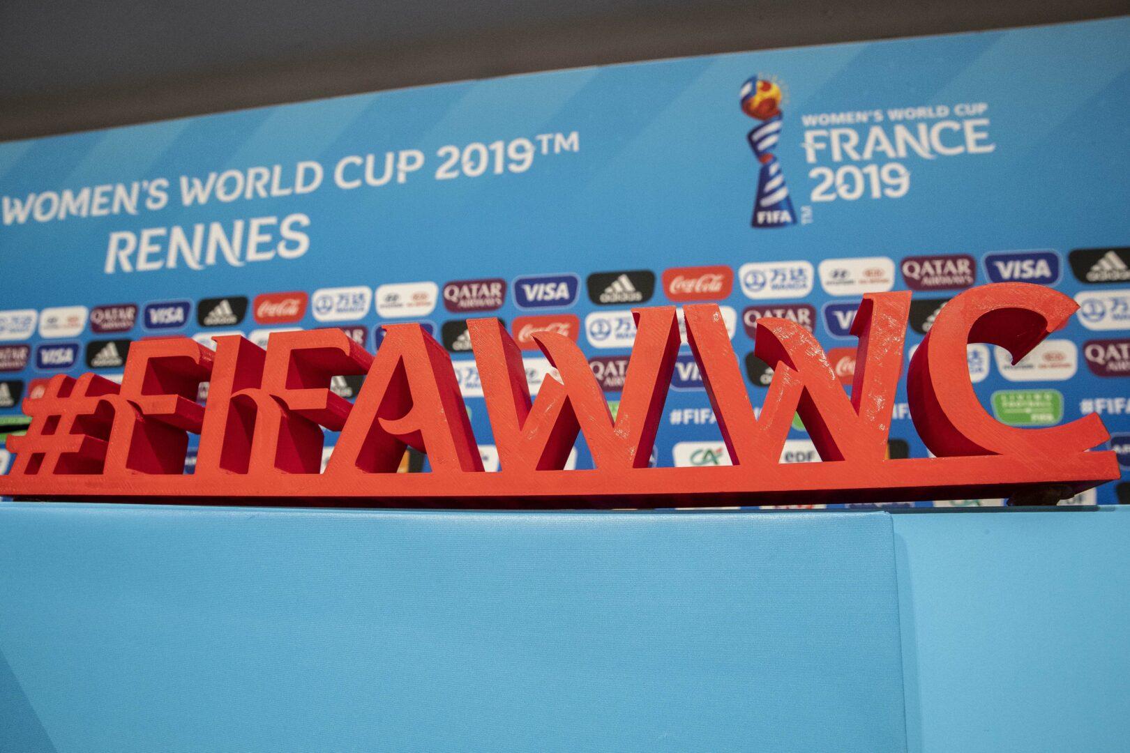 Die Werbebande der WM im Frauenfußball 2019 in Frankreich