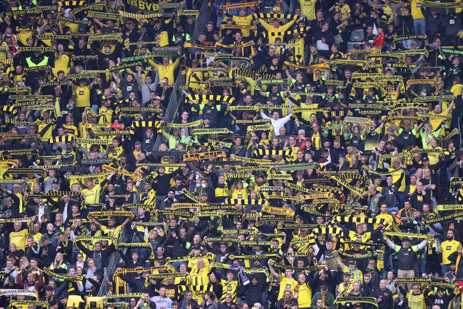 Die Fans des BVB beim Heimspiel gegen den FC Augsburg