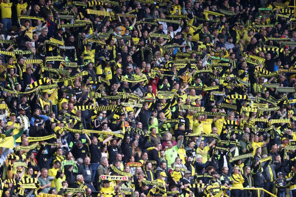 Fans auf der Tribüne des BVB-Stadions