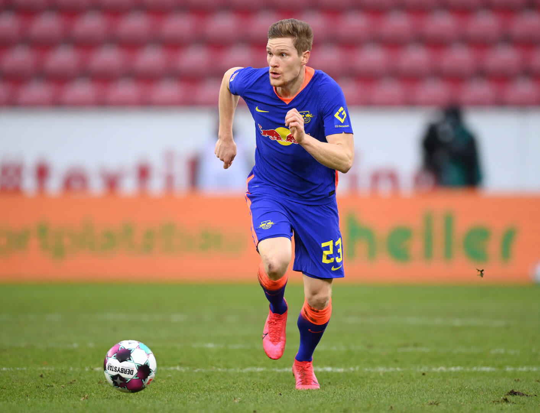 RB Leipzigs Marcel Halstenberg führt den Ball