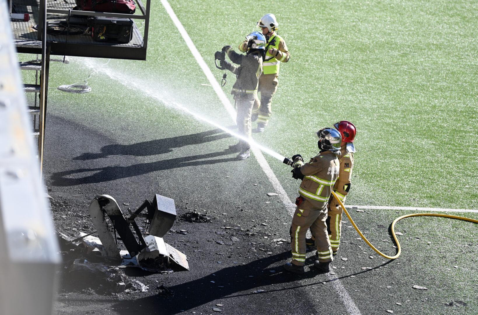 Ein Feuer brach im Estadi Nacional aus, wo Andorra auf England trifft.