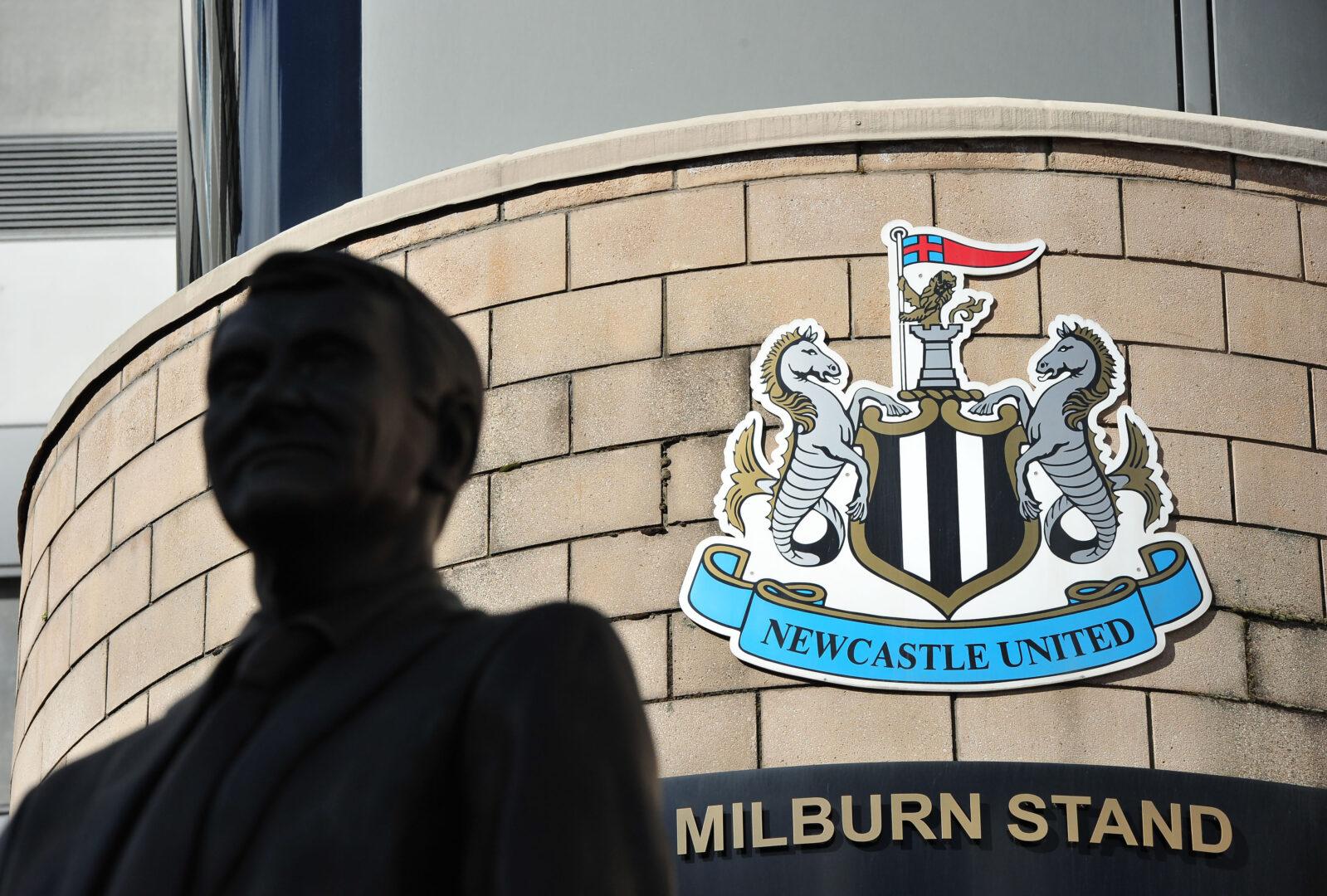 Vor dem Stadion (St. James Park) von Newcastle United.