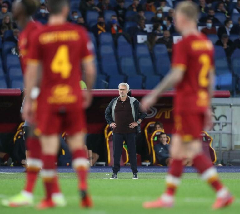 Erster Neapel-Patzer bei der Roma – Mourinho fliegt per Ampelkarte!